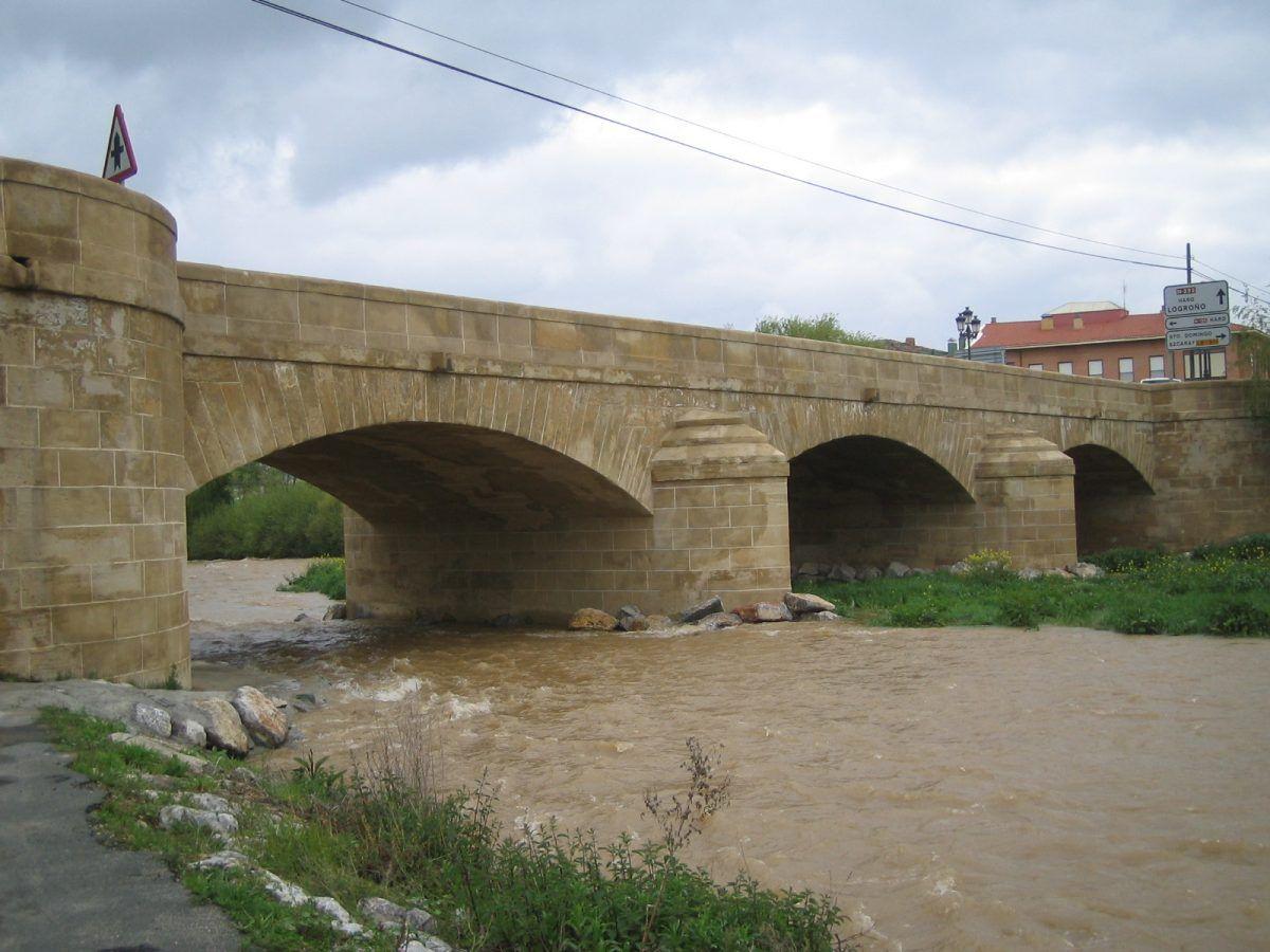 Puente sobre el rio Oja